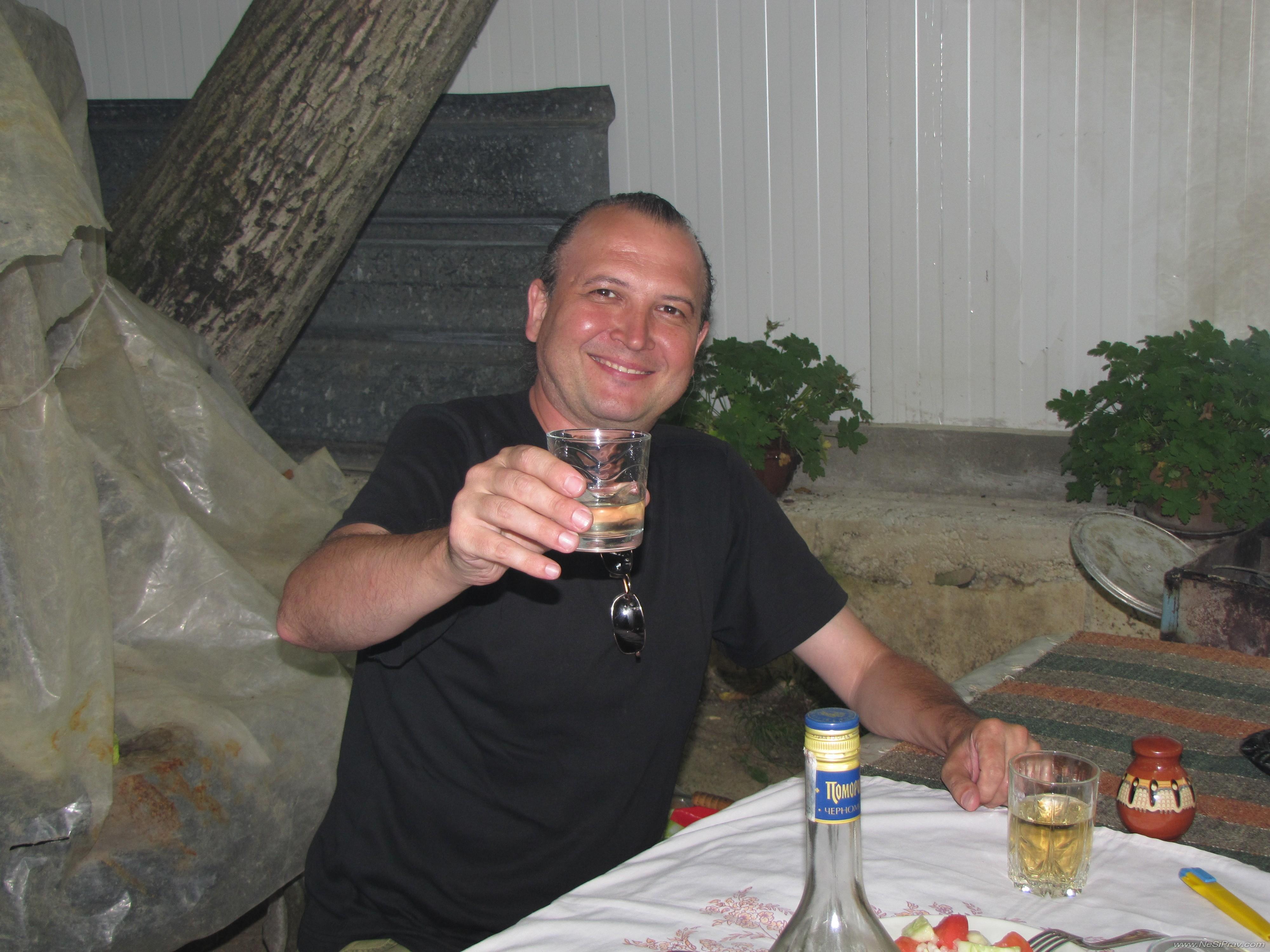 Под ореха в махала Балабанско, Троян, 2011 г.